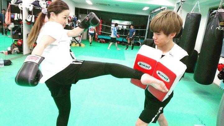 トレーナーの持つミットに力強く蹴り込む会員さん テクニックを習得しながら打撃を打ち込む爽快感を味わっていきます  #BeWELL#キックボクシング#kickboxing#ミットトレーニング#サンドバッグ#フィットネス#大宮#omiya pic.twitter.com/NiWEiTtomK – at BeWELLキックボクシングジム