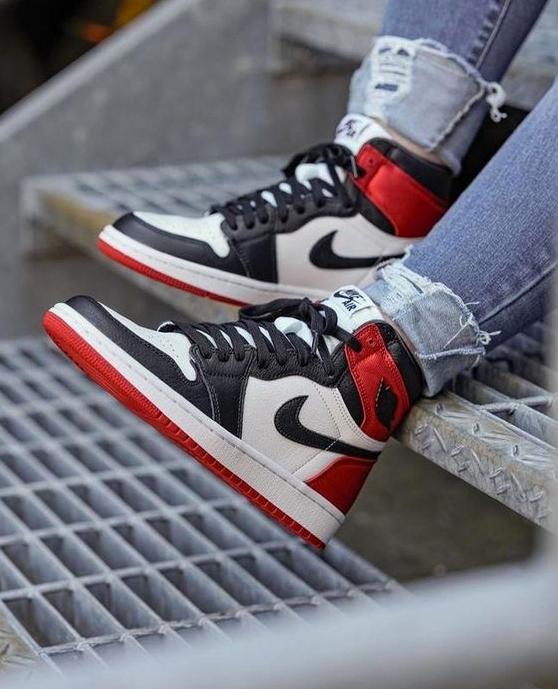 "Nike WMNS Air Jordan 1 High OG ""Satin Black Toe""  The revival of the ""Black Toe"" colorway following the same blueprint of the Satin Shattered Backboard"" with a twist!   #women #woman #ladies #jordans #airjordans #kicks #sneakerhead #airjordan #jordan1 #sneakers #kicksforsalepic.twitter.com/nEsdxMU7nx"
