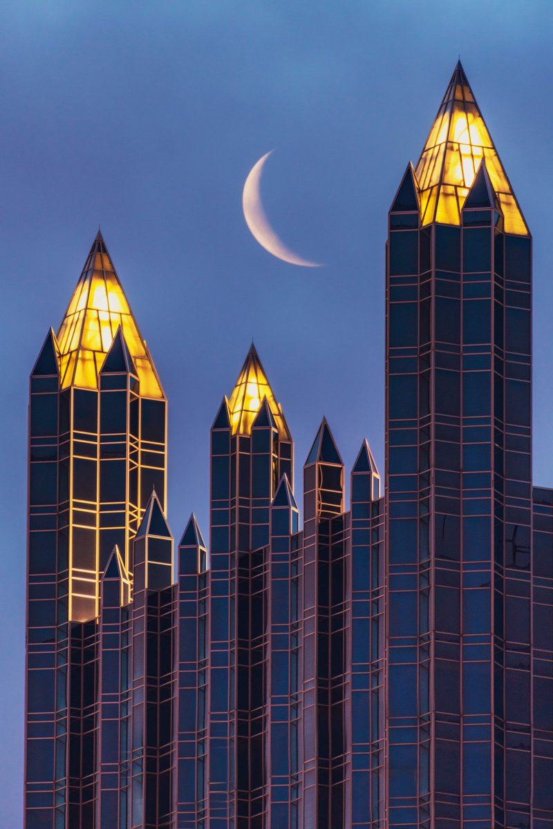 I hope that yinz aren't sick of the moon over #Pittsburgh, because that's what I was out capturing again this morning. In this view, the crescent moon is framed perfectly by the spires of PPG Place, as the warm glow of the lights contrasts with the blue sky just before sunrise. <br>http://pic.twitter.com/N49h4ikmRv