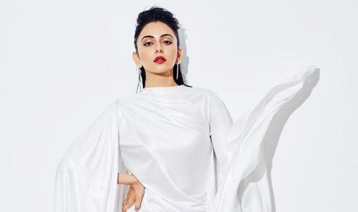 Rakul Preet Singh Glams up in a Sexy Thigh-High Slit White Gown For Nykaa Femina Beauty Awards 2020 https://bit.ly/3bQsdnepic.twitter.com/sEzKQ1Q1qa