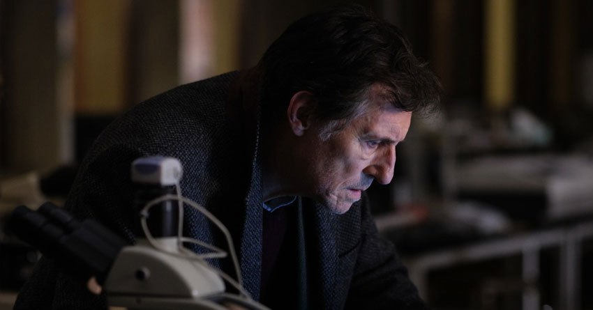 Gabriel Byrne is one of my favorite actors.  I'm wondering if #WaroftheWorlds is worth checking out.pic.twitter.com/vuIkiP22Nd