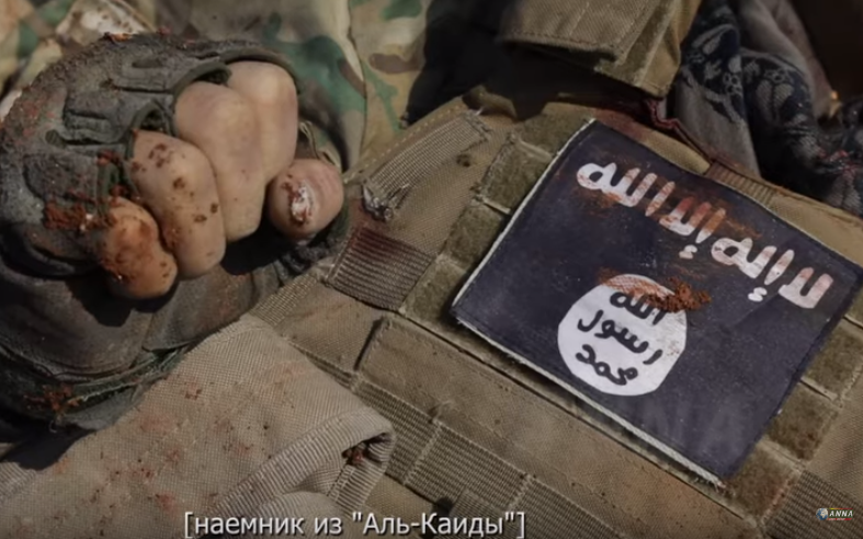 """Some of the """"moderate opposition"""" the West and #Turkey support in #Idlib. The black flag on a dead militant and HTS/AQ's flag pic.twitter.com/S2lefogUQe"""
