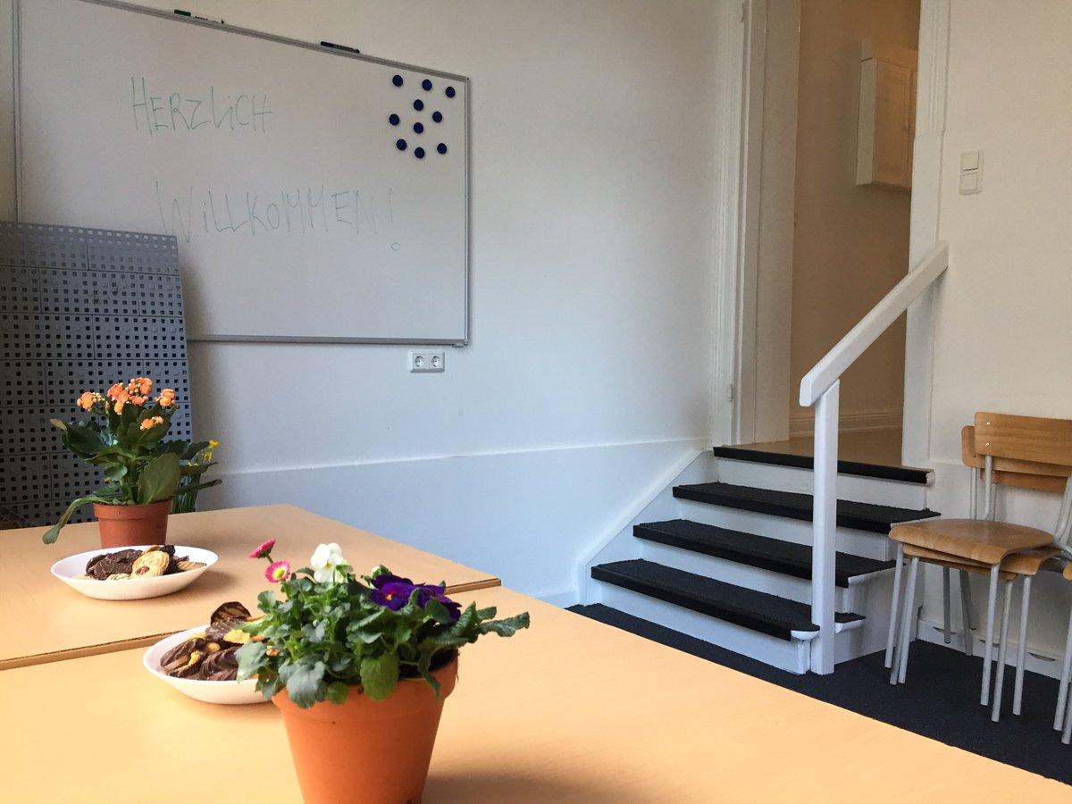 Wärme, Kaffee, Kartenspiel - und kompetente Beratung! Zusammen mit Palette e. V. stellen wir heute die neue #Anlaufstelle in der #Stresemannstraße für Menschen auf der Straße vorpic.twitter.com/o7QfrIbcTs