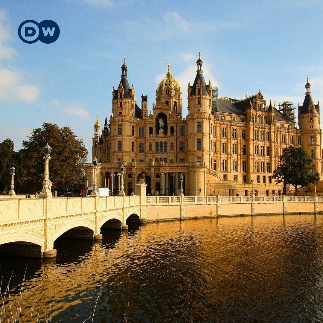 Guten Morgen aus Schwerin! Wisst ihr, von welchem Bundesland diese Stadt die Hauptstadt ist? pic.twitter.com/Mg11CEnbsV