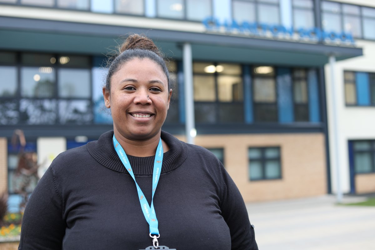 "Sandra wanted a career change after working in retail. She's now a business admin apprentice @charlton_school.  ""I thought I was too old and my career was over. It's given me confidence: it's not too late to do the job you want."" #50Pledge #LookBeyond  http://bit.ly/2UWHg5C pic.twitter.com/qdDGnf1uqQ"