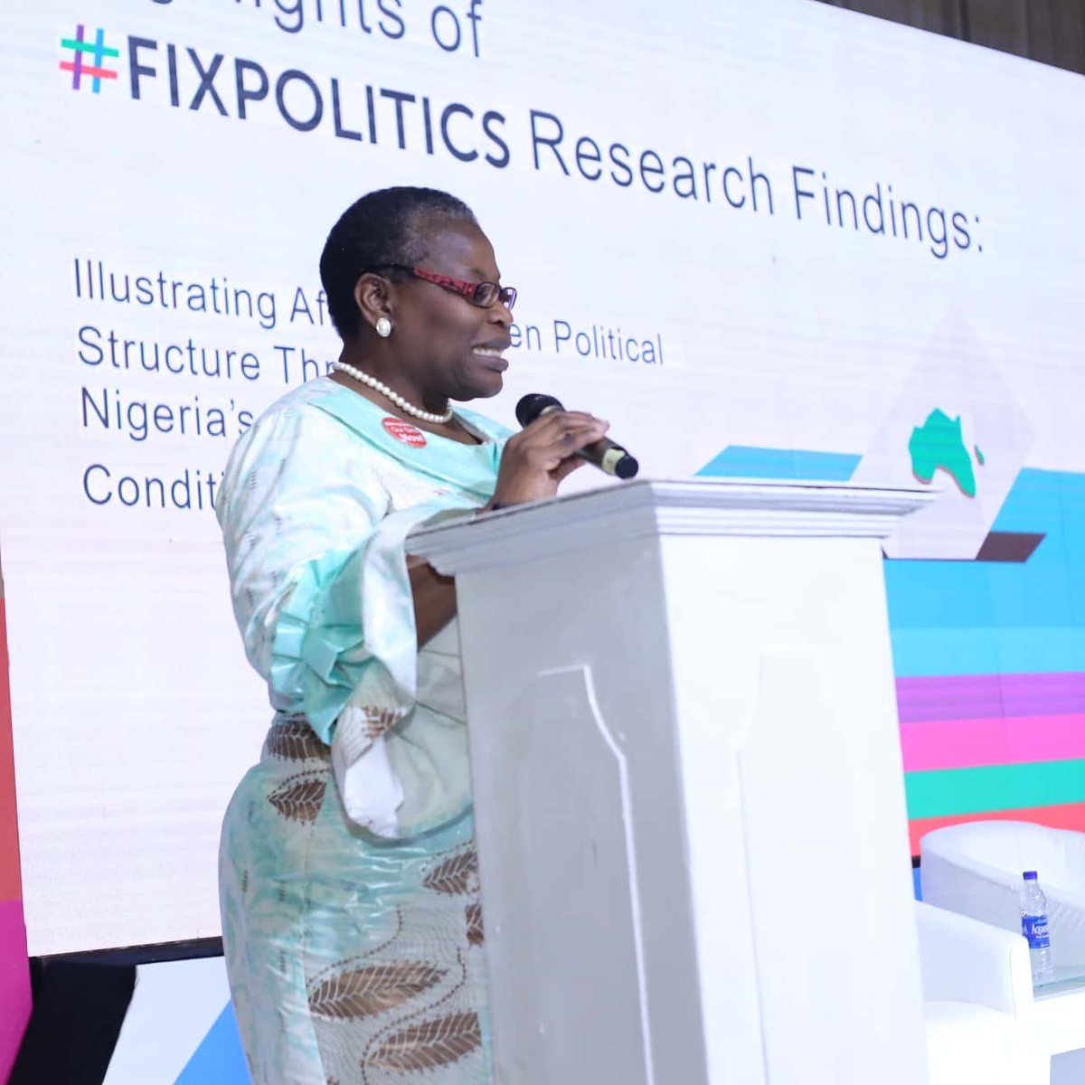 The moment Dr. @obyezeks brought down the house with her powerful presentation of a five-month long #FixPolitics research. https://t.co/2zC5rhZFdJ