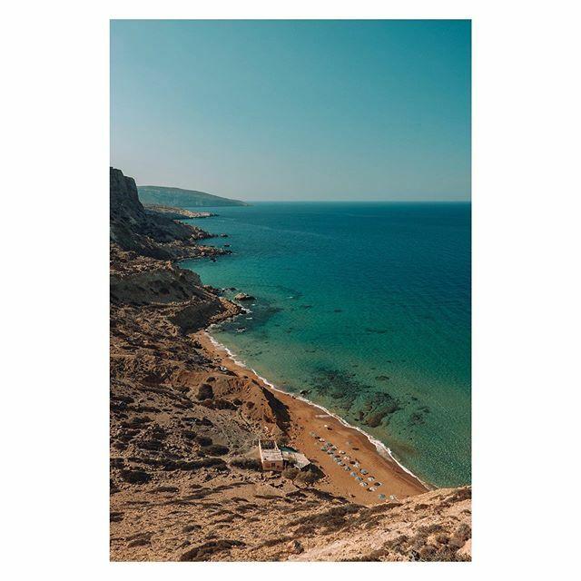 Matala Red Beach. [] Matala, Greece [] #beachvibes #matala #fujiframez #lensculture #makemoments #gameoftones #theimaged #momentsofmine #visualscollective #ipreview via @preview.app https://ift.tt/2HziaVypic.twitter.com/oWYo1yMXD2