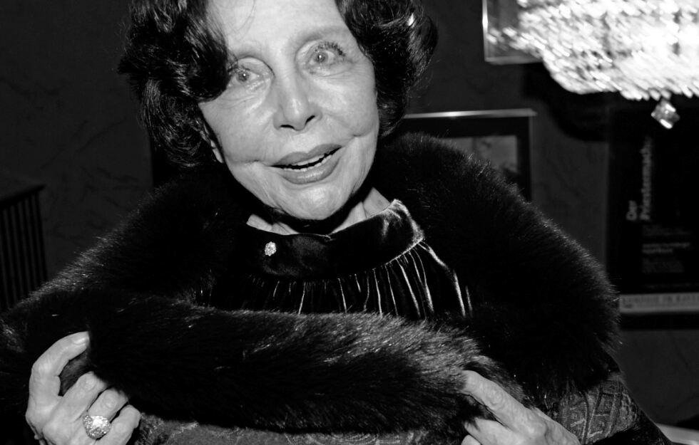 Schauspielerin Sonja #Ziemann verstarb im Alter von 94 Jahren. https://www.tag24.de/nachrichten/sonja-ziemann-ist-tot-schwarzwaldmaedl-schauspielerin-theater-film-1392576…pic.twitter.com/jmJfVQGR8e