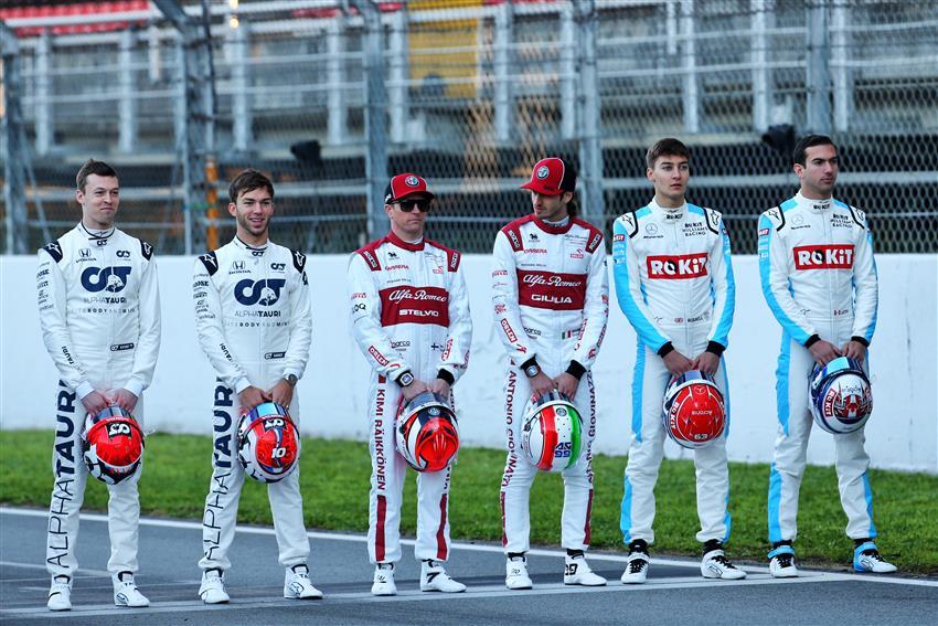 📸 Kimi Räikkönen doing photo shooting for @F1 with other drivers this morning in Barcelona   #Kimi7 #AlfaRomeoRacingOrlen #F1