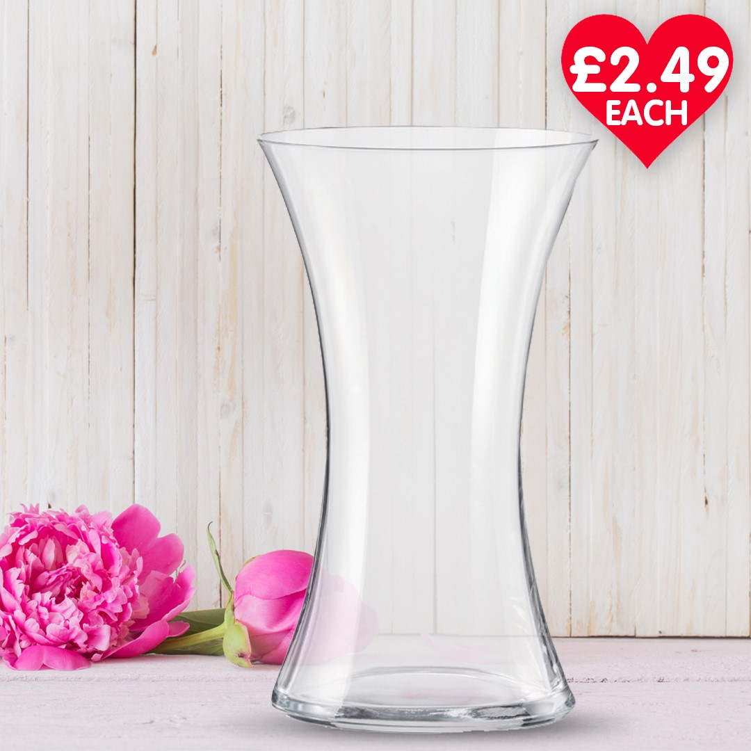 Surprising your loved one with flowers this Friday? 🌼 Pair them up with a slim vase at £2.49 each! 😍 . . . #poundstretcher #vases #spring #walkdentowncentre #shops #retail