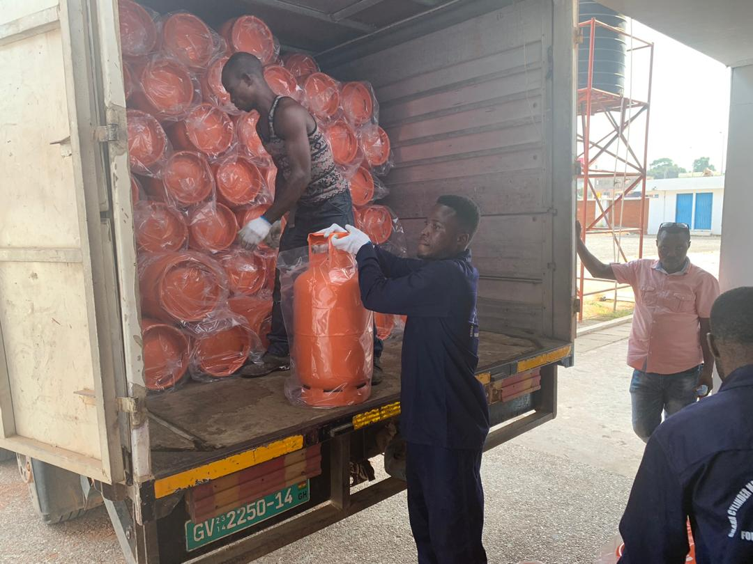1D1F govt closes down Ghanaian cylinder production companies and imports these to pillot cylinder recirculation module. All cylinders imported from China #Speakoutpic.twitter.com/JG5VbWOZfQ