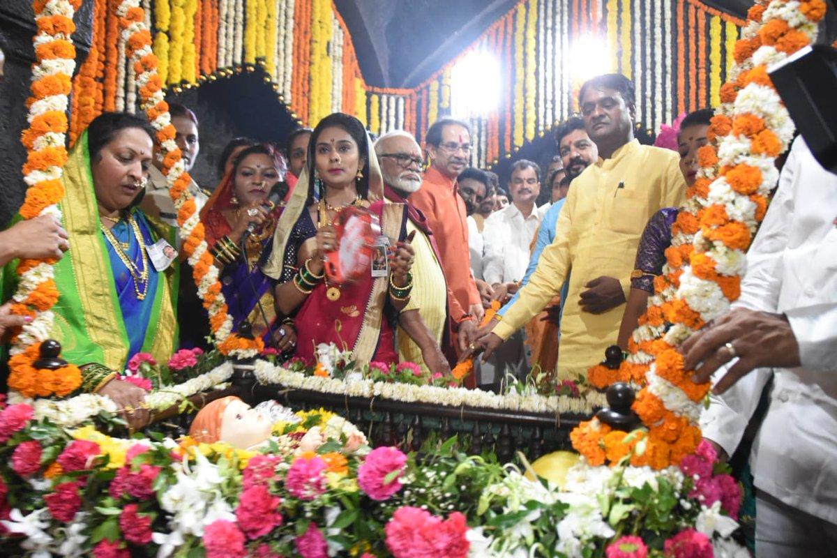 ढोल-ताशांचा निनाद,भगव्या पताका, 'जय भवानी, जय शिवाजी', 'छत्रपती शिवाजी महाराज की जय'चा जयघोष अशा आनंदमयी वातावरणात शिवजन्मोत्सव किल्ले शिवनेरीवर उत्साहात साजरा झाला.#ChhatrapatiShivajiMaharaj #ShivajiJayanti