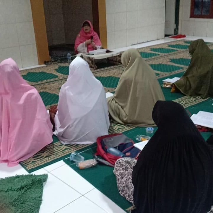Berbagi Ilmu... Belajar dari Kitab Riyadush Shalihin, Ahad 16 Februari 2020, Jelambar, Grogol Petamburan, Jakarta Barat.  #solikhah #kajian #riyadushshalihinpic.twitter.com/SsvwODEhtg