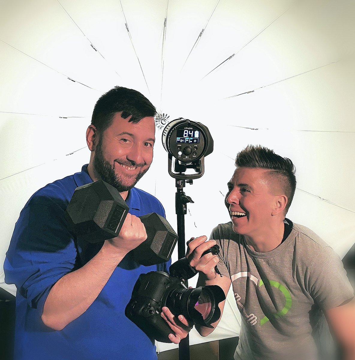 Fitness Fotoshooting mit der lieben Barbara Holz und einer disziplinierten durchtrainierten Power-Truppe mit gutem Workout ;) @machtdich.fit #fotoshooting #shooting #training #picoftheday #fitness #saarland #Canon #picoftheday #lovemyjob #fitness #fotograf #fotos  #saarbrückenpic.twitter.com/t5deDL913R