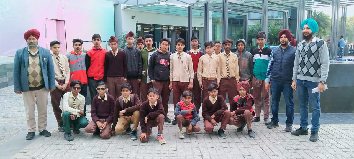 #elante #industrial visit #nsqf Govt Sr Sec school Samrala Boys of IT/ITes to learn e-bill @SchEduPB @MSDESkillIndiapic.twitter.com/El7rctW7zj