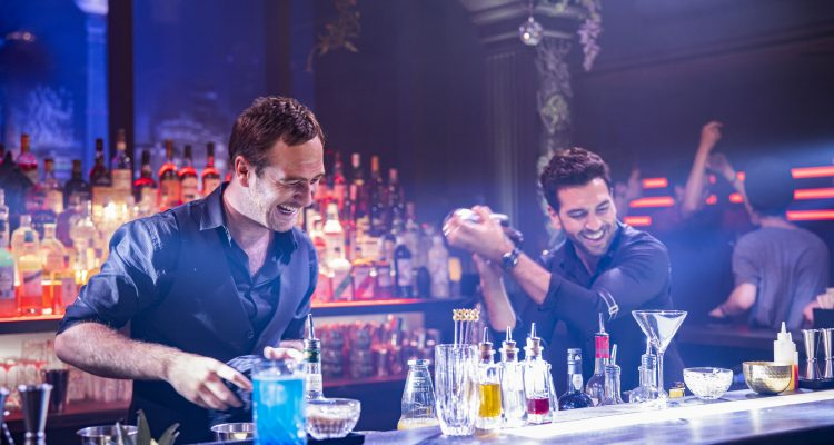 #Nightlife gelang mit 360.000 Besuchern der zweitbeste Start der Woche! Mal wieder eine erfolgreiche deutsche Komödie mit #ElyasMBarek und #FrederickLau Regie führte #SimonVerhoeven #Kinocharts #NightliveFilmpic.twitter.com/VUTXvT9YIK