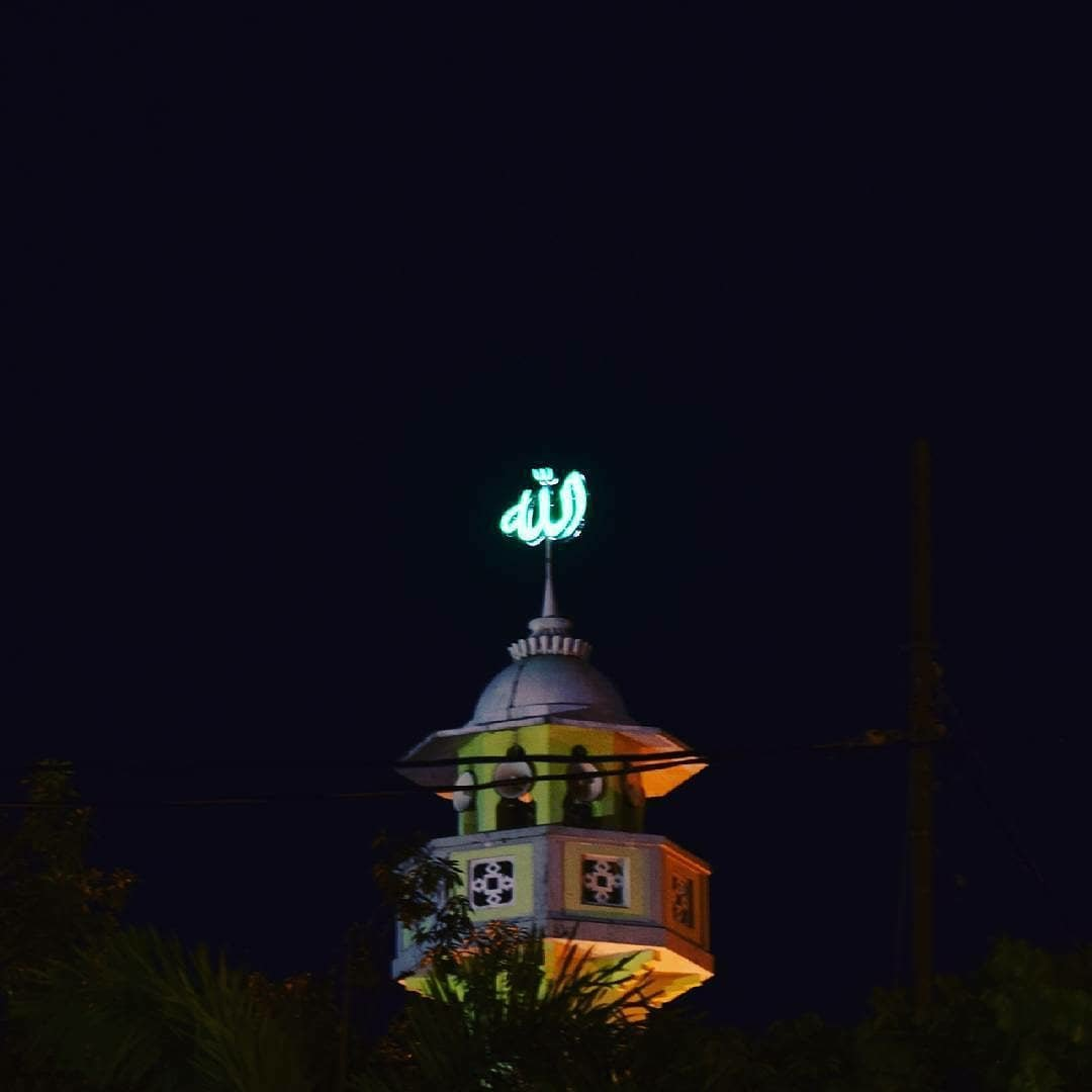 Ojo lali karo limang wektumu yo gaes. Selamat menunaikan ibadah solat Magrib untuk wilayah Jepara dan sekitarnya  Foto Milik @nilamswasti Lokasi : Masjid Agung Baitul Makmur Jepara