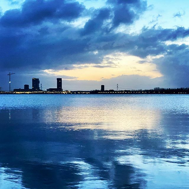 Blue Wednesday #water #lake #lakes #cloud #clouds #cloudy #cloudscape #cloudstagram #cloudyday #morning #blue #city #skyline #reflection #reflections #reflectionphotography #waterreflection #building #buildings #crane #landscape #landscapephotograp… https://ift.tt/2P7Rz64pic.twitter.com/VLLGOuCGjg