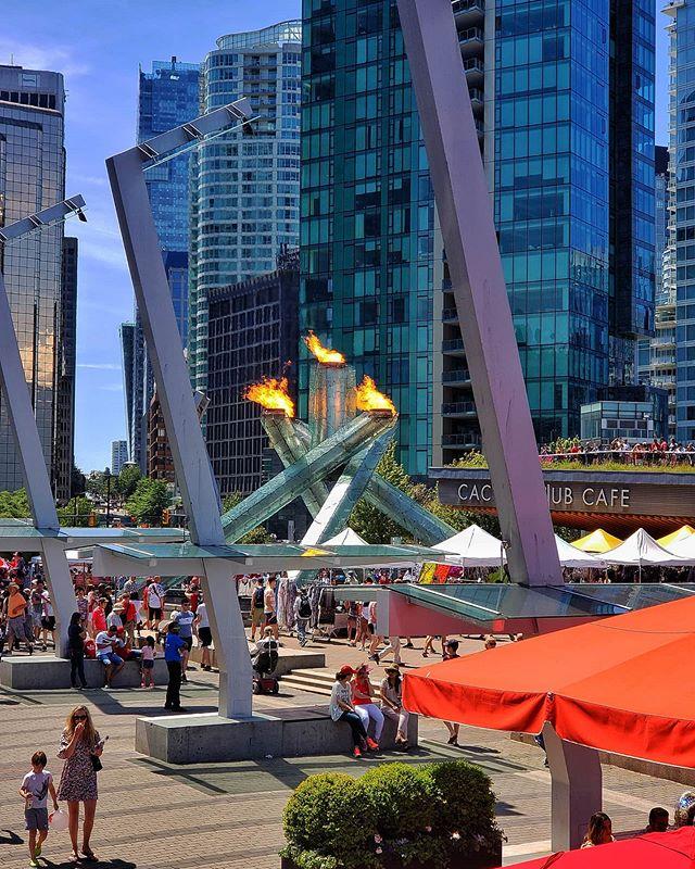 Vancouver Fire . . . . . #OnePicPerDay #PicOfTheDay #Canada #Vancouver #aroundtheworldpix #flashesofdelight #travelog #mytinyatlas #theglobewanderer #OlympicCauldron #unlimitedcities #downtownvancouver #mustbevancouver #S9PlusPhotographypic.twitter.com/uKvodwZYPG