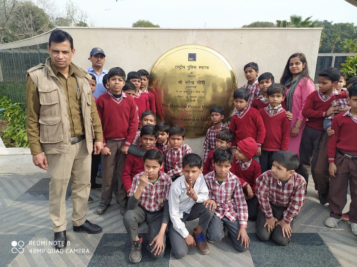 Students visited National Police Memorial as a part of #DelhiPoliceWeek  celebrations.@DelhiPolice