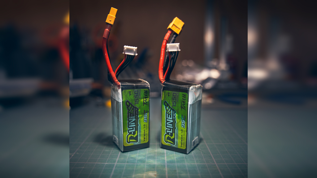 Tattu R-line v1 lipo batteries are looking so nice Which batteries are you using ? #fpv #fpvfreestyle #fpvlife #fpvdrone #fpvaddiction #fpvaddict #fpvpilot #fpvflying #drone #drones #dronelife #dronephoto #dronegear #dronepic #barrery #lipobattery #tattu #tatturlinepic.twitter.com/absUh8z2sK