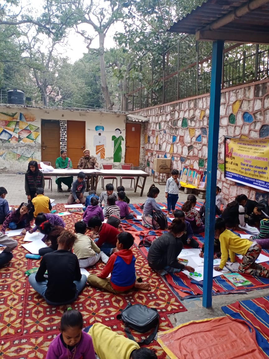 A drawing competition was organized for the school students by PS Timarpur. #DelhiPoliceWeek @DelhiPolice
