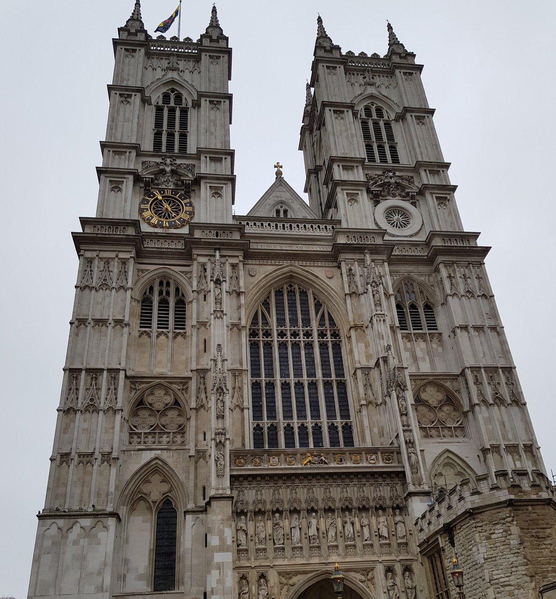 23€ Eintritt? Ich wollte bloß mal gucken, nicht da Heiraten!#WestminsterAbbey pic.twitter.com/YBxaURCpK3