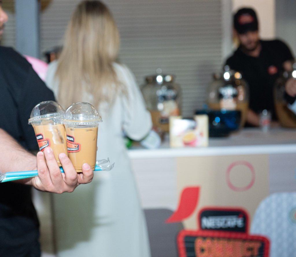 وما يحلى العرض الا بوجود @NescafeArabia  قهوة كلاسيكية  وكمان نكهات مختلفة ومو بس كذا !!! #نسكافيه يقدم لكم حار وبارد وموجودين في كل عروضنا .pic.twitter.com/qlp2v8t1lJ