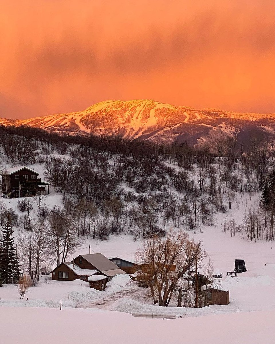 That Steamboat Glow : @jbluvn .⁠  #visitsteamboatsprings #colorado #thegreatwest #steamboatsprings #visitcolorado pic.twitter.com/aMD6hZndqe
