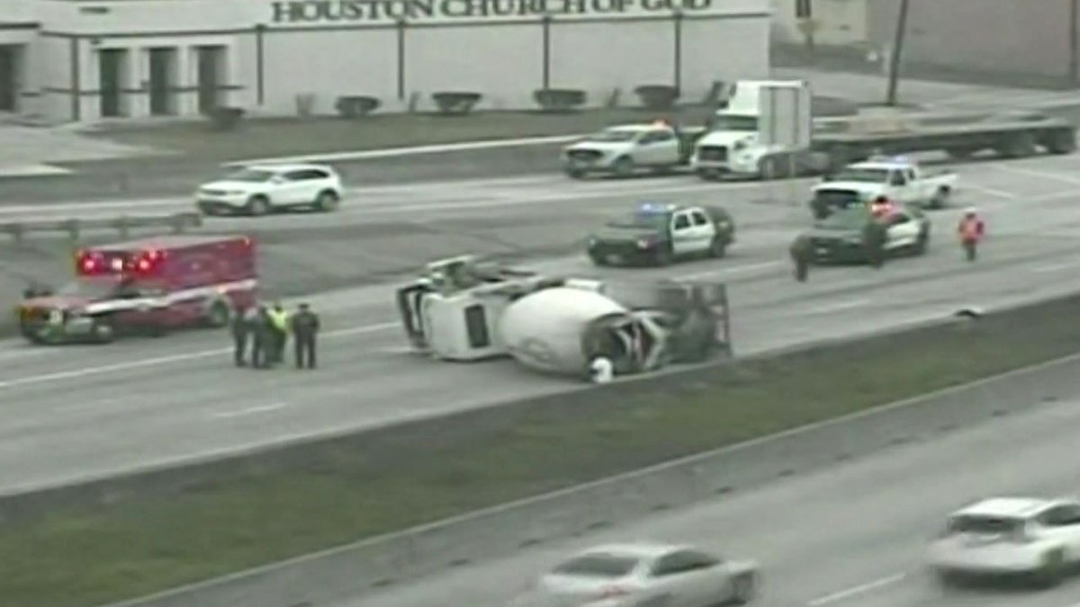 #TRAFFIC ALERT: Overturned cement truck closes 610 South Loop at I-45:  #kprc2 #hounews #houtraffic