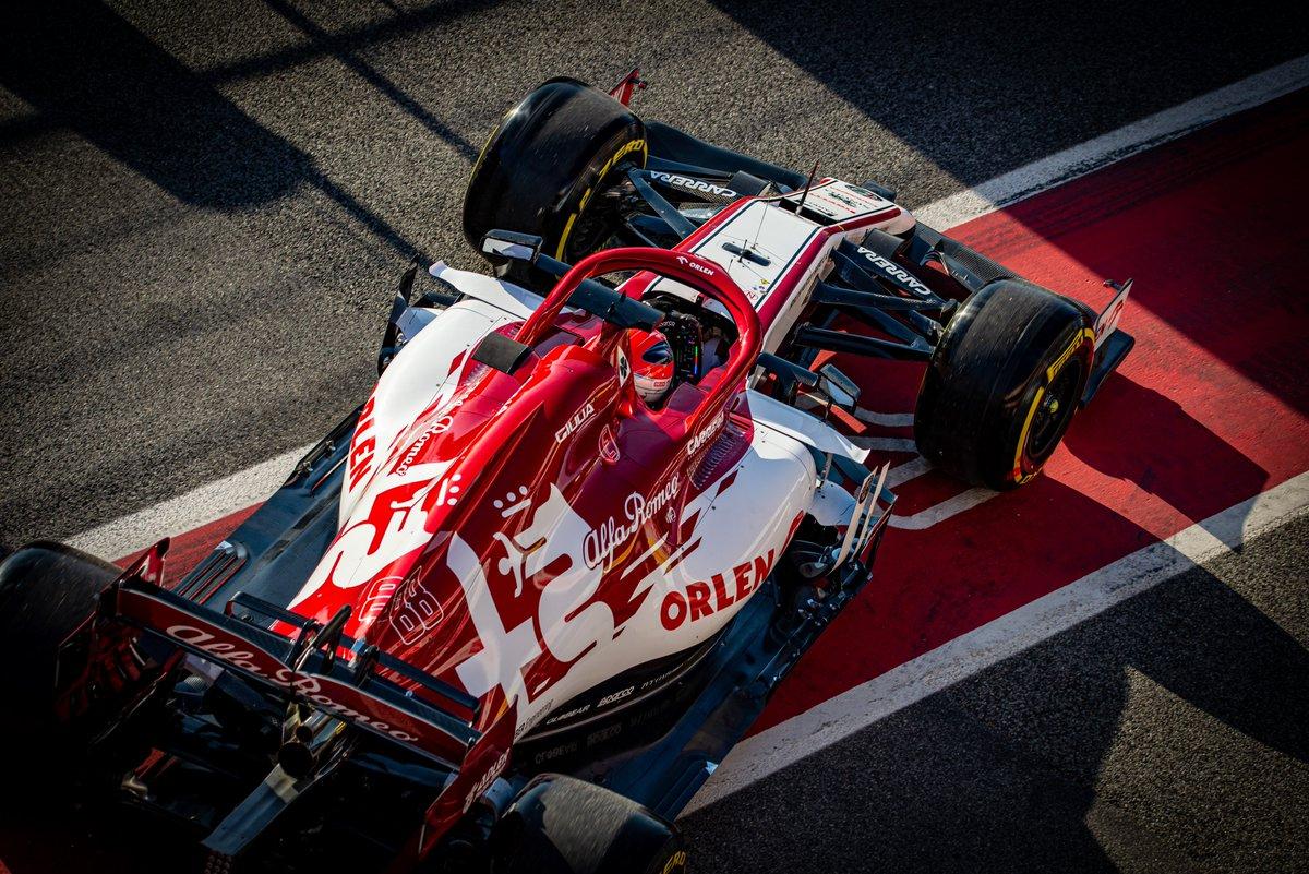 Ładna ta Alfa Romeo Racing #ORLEN  A Robert pasuje jak ulał do czerwonego   #RK88 #RobertKubicaKlub #robertkubica #Kubica #Orlen #F1 #DTM #AlfaRomeoRacingOrlen #ElevenF1 #ORLENTeam @PKN_ORLEN @DanielObajtek @TeamORLEN @alfaromeoracing @BMWMotorsport @ARTGP