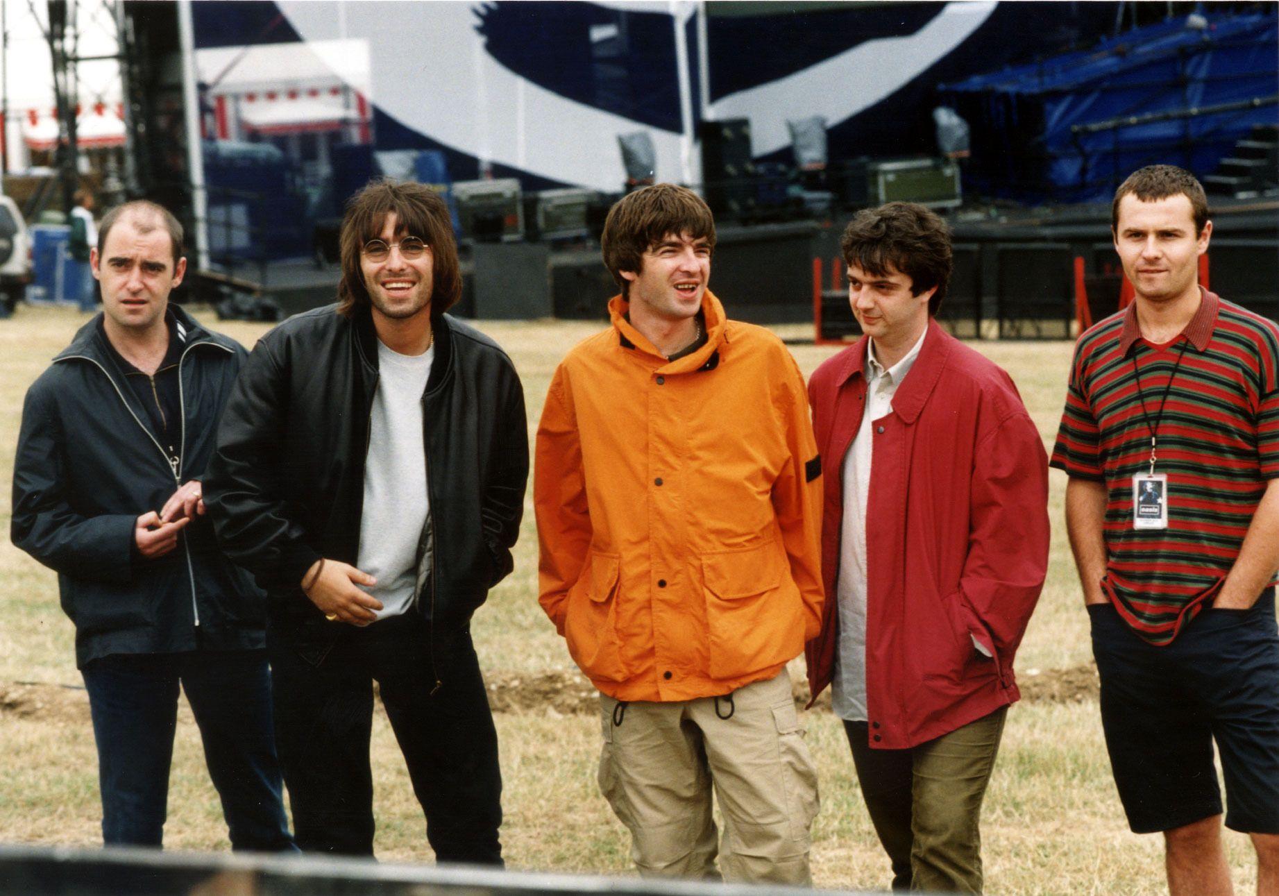 """Hitos del Rock on Twitter: """"19-02-1996: La banda británica Oasis ..."""