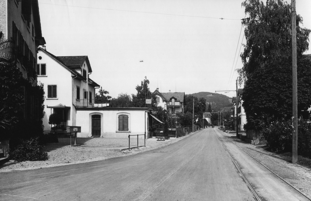 Hier ein schönes Bild von 1934: Bahnhofstrasse 243 Wetzikon. pic.twitter.com/vtAP9nOmGw