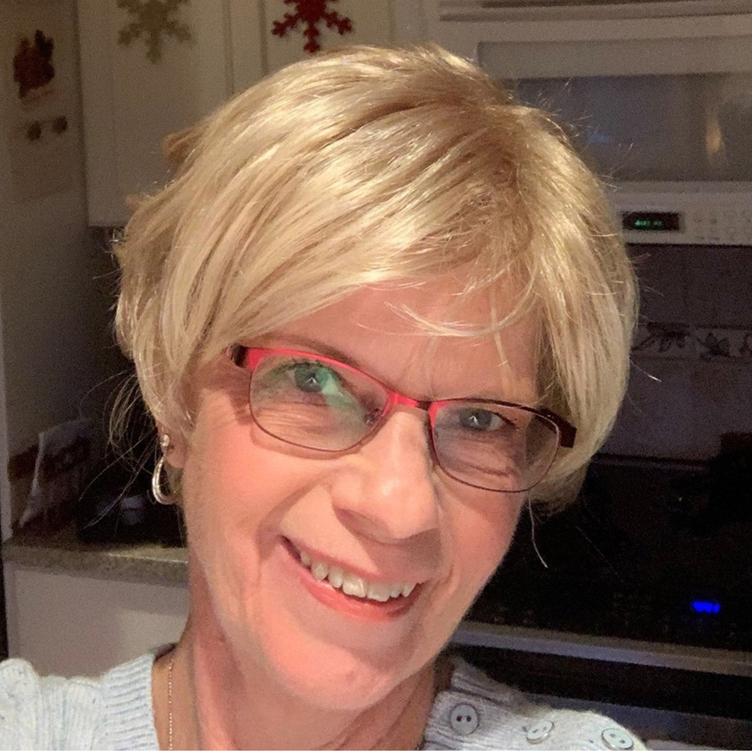 """This week's #TransformationTuesday #selfie is from Dottie, our January contest winner, in """"Harlow,"""" a sophisticated short wig with soft layers full of glamorous volume. See more here:    #paulayoung #paulayoungwig #paulayoungwigs #wigs #selfies"""
