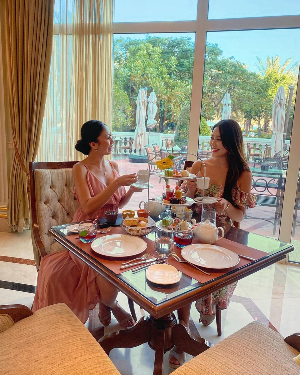 A splendid Afternoon Tea served at the ultimate destination #KempinskiPalm by @bbitnayo. https://t.co/UlpXnSz0BM