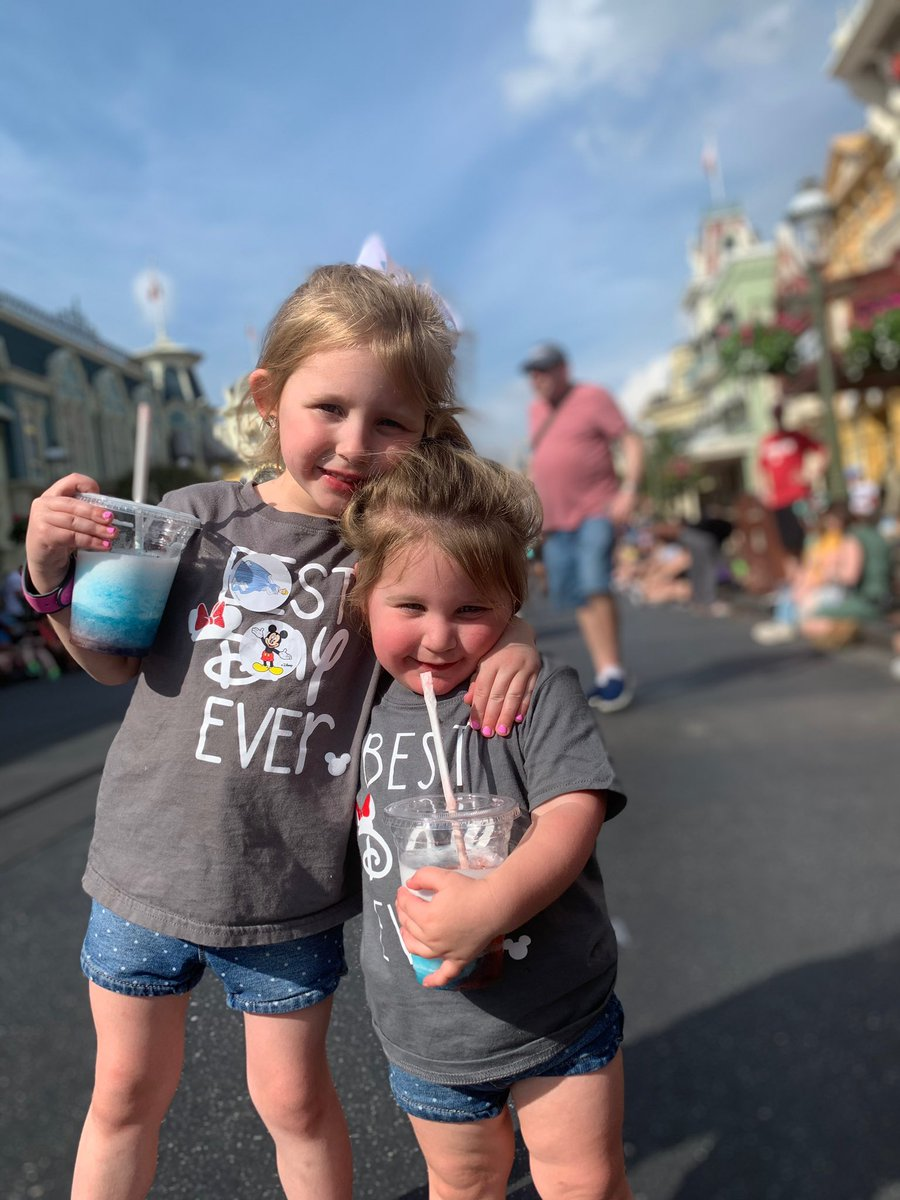 THIS is what it's all about. 2 sisters, 2 little bff's, living their best life, making memories with their parents.  I'm sure the moments they made will be talked about for years to come! #DisneyWorld #CollectMoments #MagicalVacation #FamilyTime #Memoriespic.twitter.com/GwBtFPnlUB