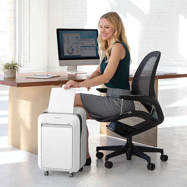 #LXSeries Shredders offer unmatched #productivity &  💯% Jam Proof #performance. . Beautifully designed, the range consist of three models available in black or white.  Choose #TheWorldsToughestShredders  👉http://www.fellowes.com/lxseries . #innovation #workspace #shredders #technology
