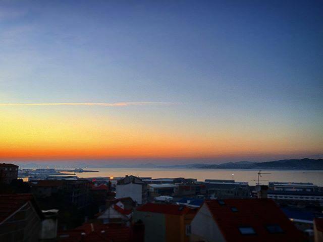 Luz... de día bonito... Luz . . #vigo #vigomola #vigocity #galicia #riadevigo #galiciacalidade #galiciamaxica #galiciavisual