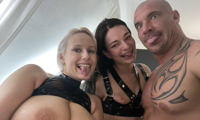 1 pic. Shooting awesome threesome for my onlyfans🤗 me with strap on and @BRagnastone banging Leanne Lace