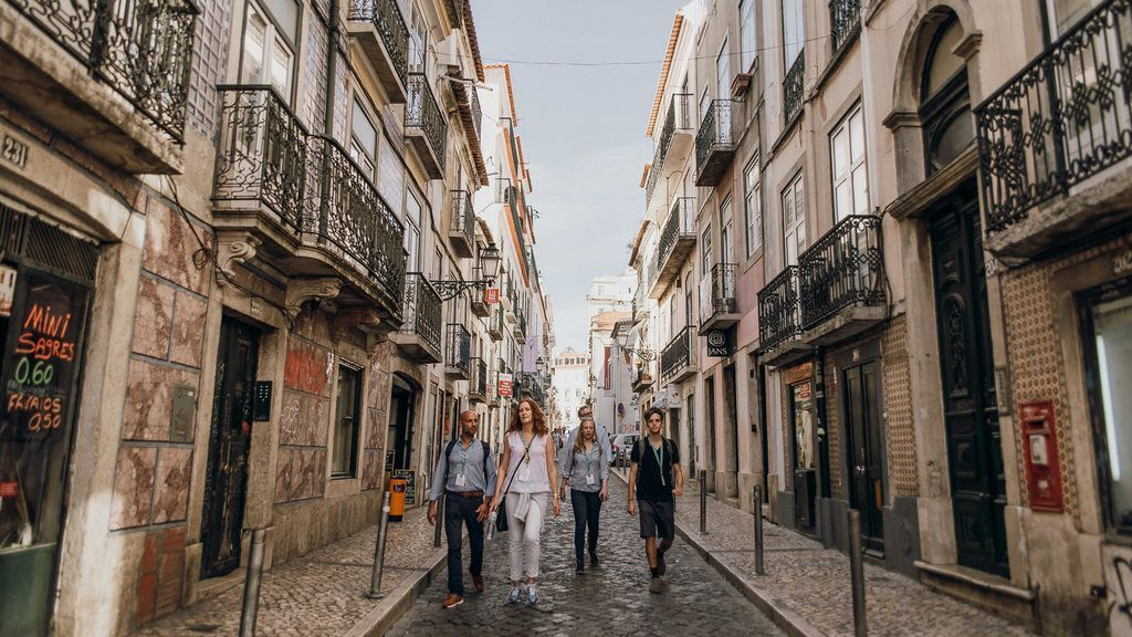 To understand the distinct allure of neighborhoods like Bairro Alto and Chiado, a cultural, historical and architectural deep-dive is an absolute must http://bit.ly/2HcJsRh  via @walks #takewalks #Lisbon #Portugal