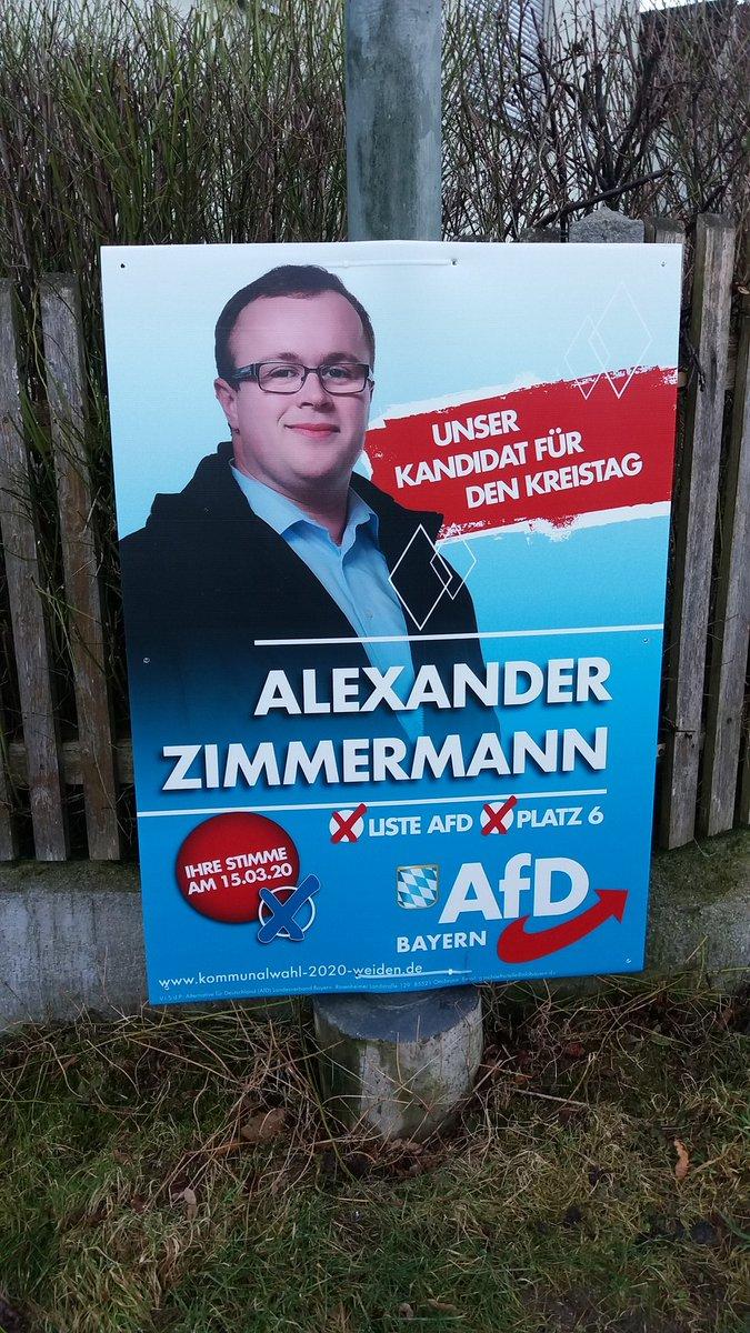 #kommunalwahl2020 #Bayern #ostbayern #noAfD Wir sind eine Einöde mit ca. 80 Häusern. Wer plakatiert als erster und wahrscheinlich einziger Politiker für die anstehende Kommunalwahl? Bingo! Schaut Euch diesen Fuzzi an! Gerade vor 30 min. angebracht. Fett und groß.pic.twitter.com/DQwDIBDs6T