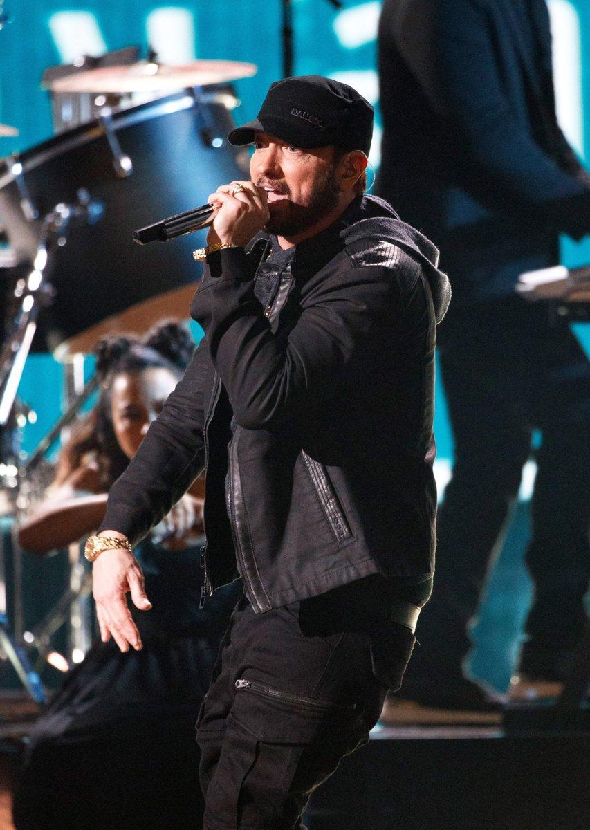 I love our man in HD  #Eminem #Oscars pic.twitter.com/Oipyfe0SYd