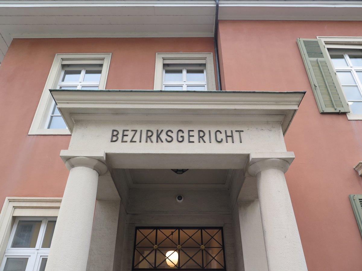 Mordprozess #Aarau: Beschuldigter hat Filmriss. Gutachterin hält ihn für glaubwürdig. Er sei ihm Wahn gewesen und habe Stimmen gehört. https://www.srf.ch/news/regional/aargau-solothurn/gerichtsprozess-in-aarau-trotz-30-messerstichen-kein-moerder…pic.twitter.com/v0RttyaiGh