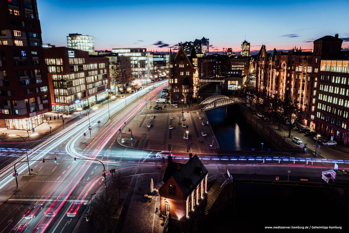 Providing a glimpse of the #future of #SmartMobility  #Hamburg continues to implement intelligent transportation systems(#ITS) designed to make mobility more efficient, safer & more eco-friendly. Creating a model urban environment for intelligent mobilityhttps://bit.ly/3bT3P43pic.twitter.com/HGoHVfeypn