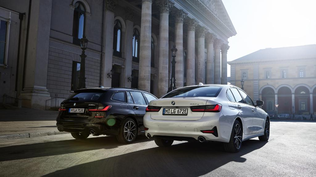 An electrified power couple. The #BMW 3 Series Sedan and the BMW 3 Series Touring.  #THE3 https://b.mw/disclaimer_330xeSedan… https://b.mw/disclaimer_330xeT…