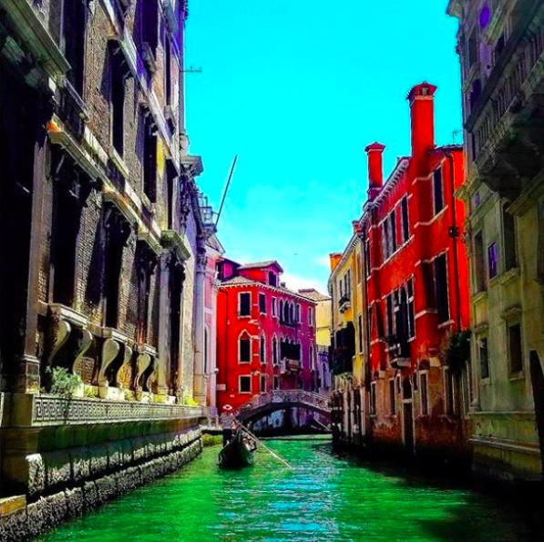 Venice via IG _anitawatt  #travel #venice #venezia #italy #italianholidays #beautyfromitaly   If you wish you can book your hotel in Venice here: