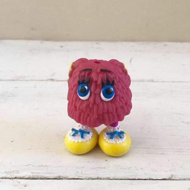 This vintage little guy is looking for a loving home over at http://sixthanddurian.etsy.com #sixthanddurian #handmade #makersbiz #craftsposure #handmadebusiness #handmadeshop #mycreativebiz #indiebusiness #etsysellers #etsy #iloveetsy #handmadeloves #etsysellersofinstagram #etsysel…pic.twitter.com/XXFcEyI3NM