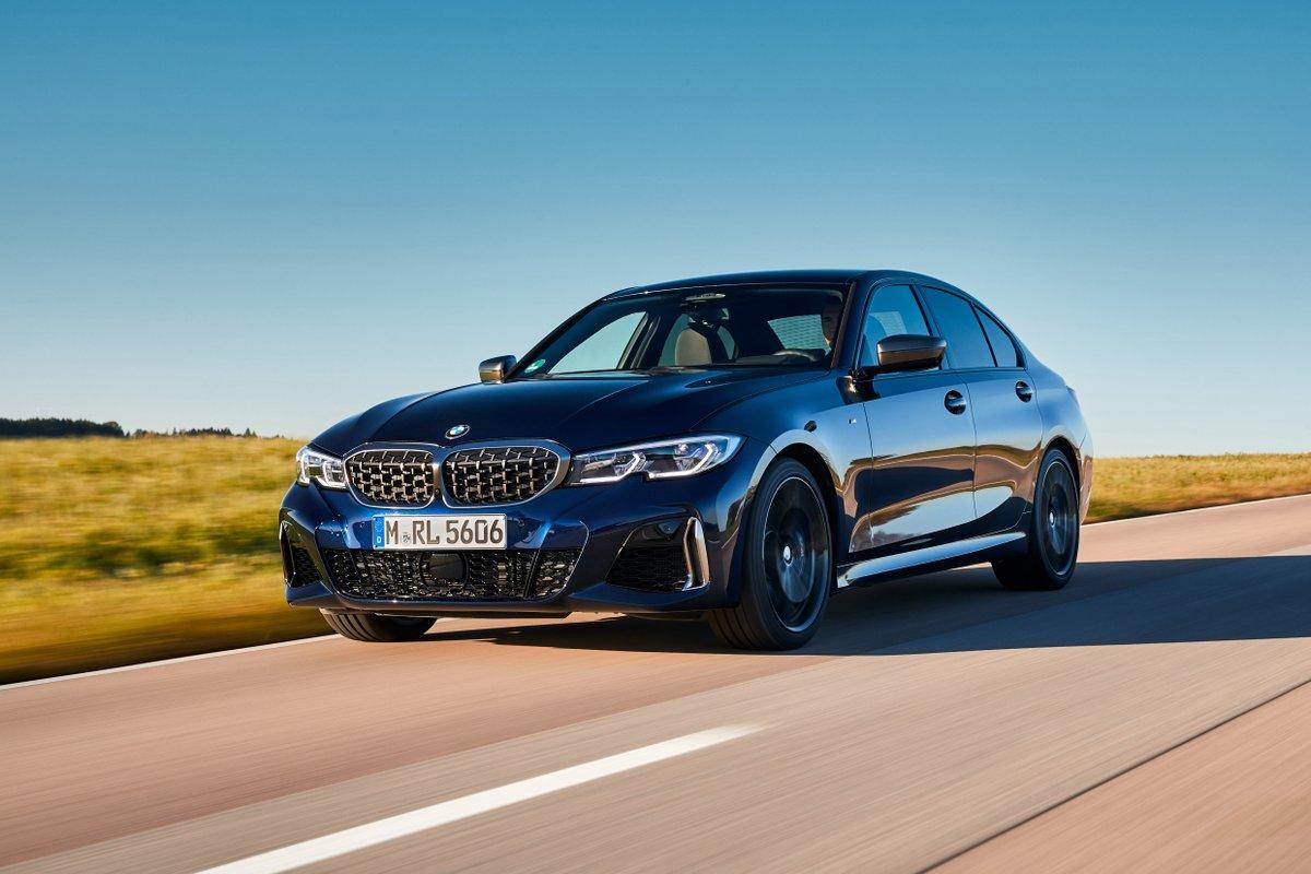 Příznivci výkonných, ale zároveň hospodárných modelů si nově mohou vybrat BMW M340d xDrive ve verzi Sedan nebo Touring. 340 koní/700 Nm vás na stovku vystřelí za 4,6s (4,8s) 🕜 a vy si při tom užijete akustickou symfonii z M sportovních výfuků.   #THE3 #BMW #BMWM #mpower #xdrive
