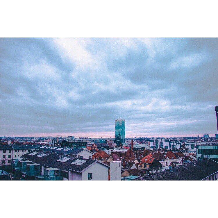 Ils disent que le Ciel est la limite... - Bruxelles  - #Photography #photographer #dark #city #light #instapic #instagramers #photooftheday #canon  #bokeh #tone #NickMarcqPhotography #cityphotography #citylife #cityscape #belgium #bruxelles #living_europe #beautifuldestinationspic.twitter.com/fP9XEOgXjG