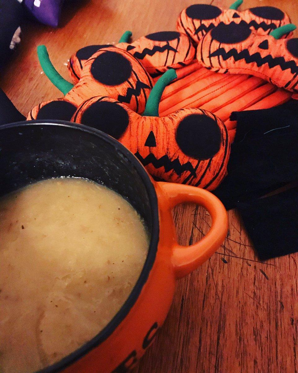 Love it when my soup bowl matching the dolls I'm working on 🖤 👇🏻  #pumpkinsoup #pumpkinspice #pumpkin #pumpkindoll #pinsandneedles #creepycute #latenightworklife #worklife #horrordolls #halloweeneveryday #pumpkindoll #pumpkins #jackolantern